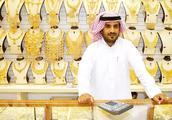 世界黄金的第二市场,整条街都是黄金,路边黄金贩卖机随处可见
