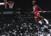 历史上的今天:乔丹罚球线起跳 卫冕扣篮大赛冠军
