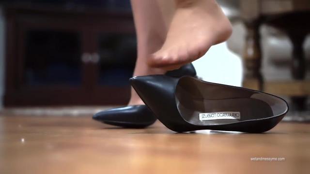 肉丝袜配高跟凉鞋,是时尚趋势还是50岁大妈装扮