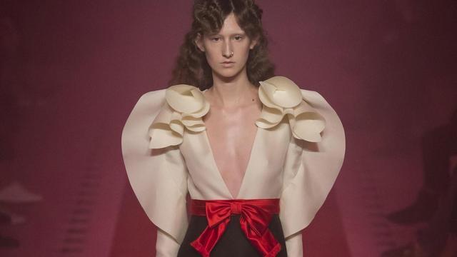 厉害了!杨幂撞衫倪妮范冰冰,这件Gucci裙装为什么这么火?