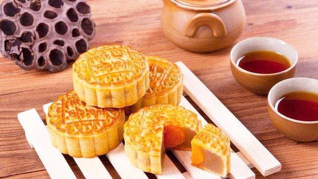 莲蓉馅月饼里的莲蓉是用什么做的?