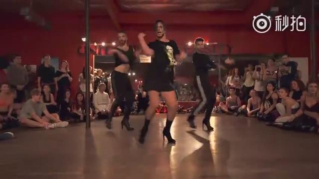 男人热舞高跟鞋 三个法国妖男穿高跟鞋热舞,背景音乐是什么