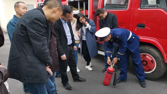 湖北省消防局属于公安机构还是武警机构 是穿军装还是穿警服