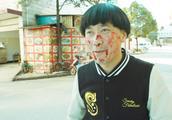 陈翔六点半:小伙在路边吃小吃,却惨遭商家群殴!