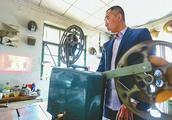 80后小伙10年收集上千老物件 还有20多种放映机和胶片