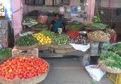 实拍印度的蔬菜市场,跟国内没什么区别,常见的瓜果蔬菜都能找到