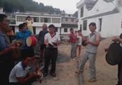 《太湖锣鼓》:安徽太湖村口