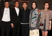 古天乐刘德华宣传新电影,合影时古仔贴心地做这个动作被赞人品好