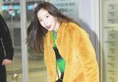 金泰妍和蔡徐坤同穿荧光毛衣,异性撞衫,却穿出了情侣姐弟的味道