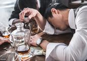 男子酒后乱签字欠下400万债务,来年收到一份起诉书