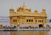 实拍印度的最大金庙:黄金堆砌而成,入庙必须脱鞋严禁光头