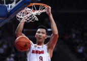 易建联21+8,广东男篮豪取十七连胜,但连胜背后的问题引球迷担忧