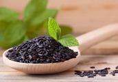 """黑米被称为""""补血米""""、""""长寿米"""",常吃有5个好处!都很实在"""