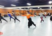 优秀舞蹈教师表演的蒙古舞组合,你能看出他们是北舞还是民大的吗