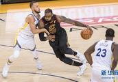 NBA总决赛第一场:勇士胜骑士