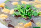 厨师长教你做鸭血粉丝汤,几块钱的食材,能做出清淡鲜美的粉丝汤