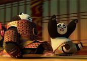 阿宝带父亲参观翡翠宫,看到里面的各种宝物,两人玩得不亦乐乎