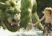 巨龙救了小男孩一命,并让他成为森林之王,一部冒险奇幻电影