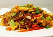 青椒怎么做好吃,圆白菜炒青椒的家常做法