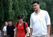 姚明女儿身高已经失控!八岁的她比郭敬明还要高!
