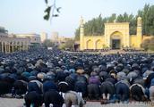 新疆最大的清真寺,也是全国最大的清真寺之一,你知道在哪里吗?