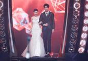 张柏芝时隔多年再穿婚纱,看到站在她身旁的人,简直不要太般配