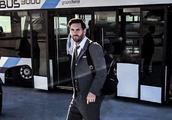 巴萨西装革履出征热刺 顶级豪门的服装师是不是该下课了