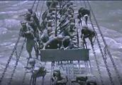 红军长征的时候,国民党为什么只拆掉了泸定桥上木板,没炸断铁索?