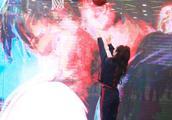 """27日,Adidas在上海举行品牌活动,Angelababy杨颖大秀""""球""""技"""