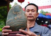 天价奇石!一农民卖约6公斤重的奇石,叫价600万,您觉得怎么样