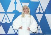 Lady Gaga白裙 明媚华贵