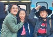 陈奕迅女儿恋情首曝光,与男友亲密合照,粉丝:感情需要人接班