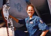 美军首个F-14女飞行员,航母着舰牺牲,飞行纪录无人能破