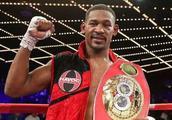 世界拳王与癌症缠斗19个月!复出后连续10次KO对手!