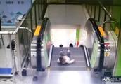 惊险!男童差1秒电梯坠落,父母请不要让孩子离开你的视线