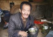 农村69岁大爷有了属于自己的新房子,为什么却不高兴?听他怎么说