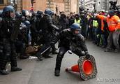 """巴黎""""黄色背心革命""""进入""""第五季"""",持续动荡使法国经济损失大"""