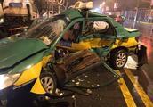 凌晨宾利拦腰撞上出租 的哥身亡车上乘客重伤