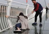 步步惊心!广州首座玻璃桥来袭,还有这些玻璃桥你敢试吗?