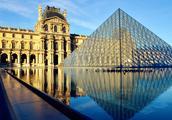 去巴黎出公差,与铁塔合影,坐船游览塞纳河