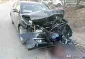 哈弗H6正面撞丰田凯美瑞,看到车头,网友:怪不得国产车总是被黑