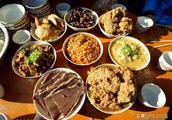 云南大理传统经典菜肴:土八碗