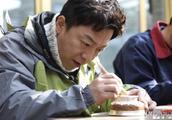 黄渤寄语年轻演员要做戏先作人,网友喊话杨幂:动动脑,学着点!