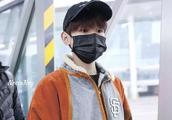 王源生日会后首飞:在机场被粉丝跟拍,提醒粉丝注意安全太温柔!
