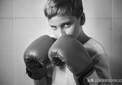 被打就要打回去?孩子之间发生冲突,教孩子用这些方法处理才有用