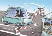 通州区马驹桥一男子驾车闯杆逃费,竟还发视频炫耀?现已被警方刑事拘留!