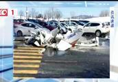 2架飞机在渥太华上空相撞1架坠毁,1名飞行员死亡
