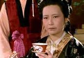 私自换掉为黛玉配药的太医,王夫人到底用意何在?