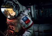 《流浪地球》10天票房破30亿 却因 吴京 差评如潮