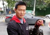 小伙养斗鸡赚钱,城管部门:市民私自养殖违规